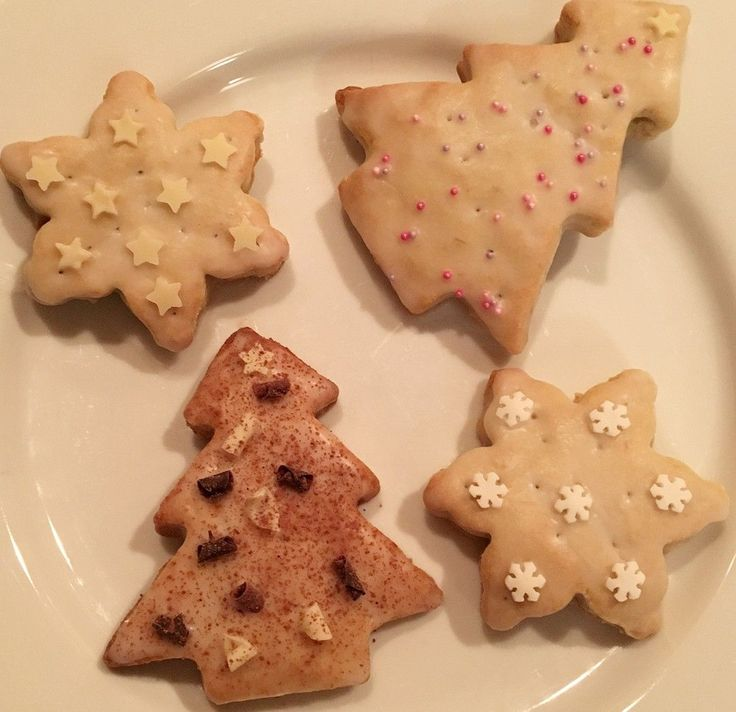 Blogmas | Christmas tree and snowflake shaped banana shortbread biscuits - a recipe