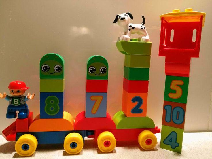 Dzięki klockom Lego Duplo nasze dzieci już od najmłodszych lat uczą się poprzez zabawę. Uczymy się kolorów,cyferek i tworzenia przeróżnych budowli. Dzięki kampanii w Streetcom poznaliśmy pierwsze klocki dla maluszka i zachwycilismy się nimi. To klocki trwałe,które przetrwają masę zabaw przez wiele,wiele lat :) #LEGODUPLO #BawiIUczy #SwiatLEGODUPLO #KreatywnoscMaluszka https://www.facebook.com/photo.php?fbid=1057586631031089&set=o.145945315936&type=3&theater