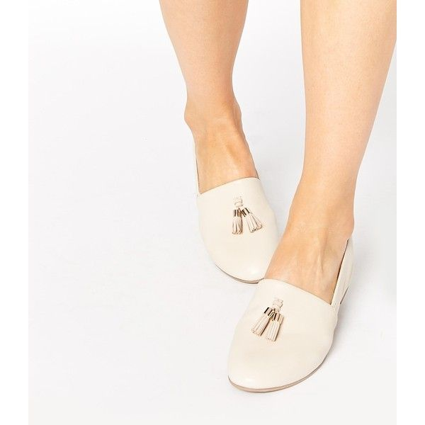 ALDO Acoania Off White Tassel Loafer Flat Shoes (87 CAD) ❤ liked on Polyvore featuring shoes, loafers, off white, tassle loafers, champagne flats, champagne flat shoes, flat loafer shoes and off white shoes