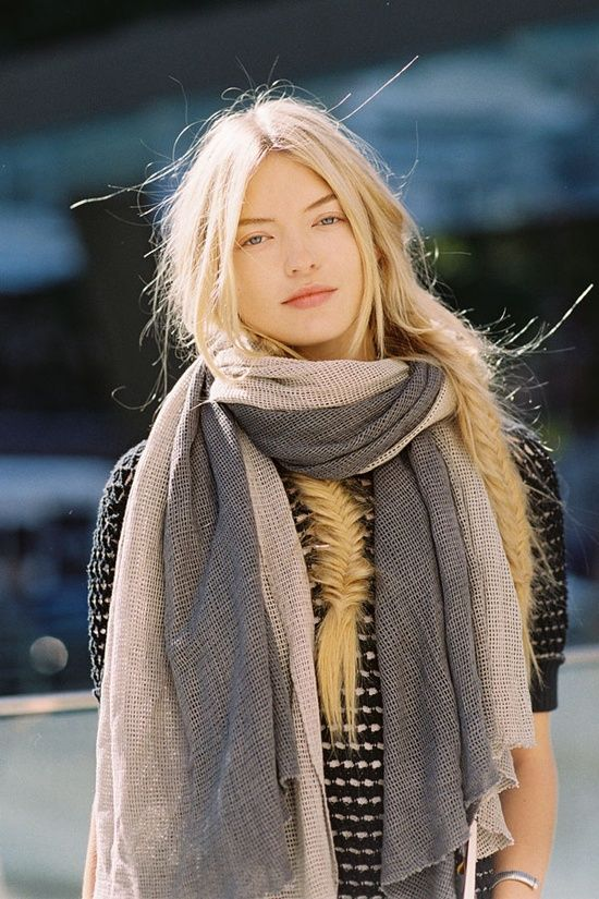 Love two tone scarfs.