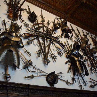 La salle d'armes du Château Peles.