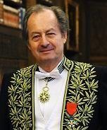 Jean-Marie Rouart en habit d'académicien