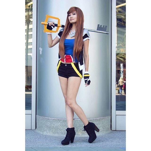 I literally need to cosplay this female sora! Love Kingdom Hearts