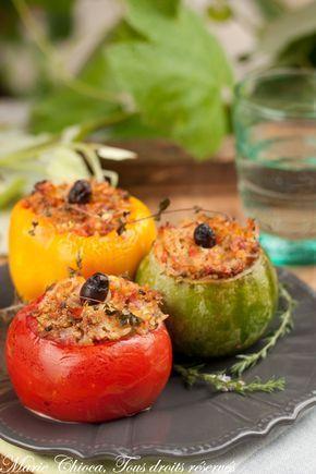 Petits farcis niçois - 4 tomates - 4 petits poivrons - 4 courgettes rondes - 2 oignons - 150g de jambon cru - 200g de viande crue au choix : bœuf, poulet, veau, porc, autruche, sanglier, crocodile, phoque, au choix quoi... - 100g de parmesan - 200g de bonne sauce tomate - 80g de riz basmati complet à IG bas (voir le lien ICI) ou de quinoa - 4 cuil. à soupe d'huile d'olive - Persil, ciboulette, sarriette et/ou origan frais - Quelques olives noires dénoyautées - Sel, poivre - #borntobesocial