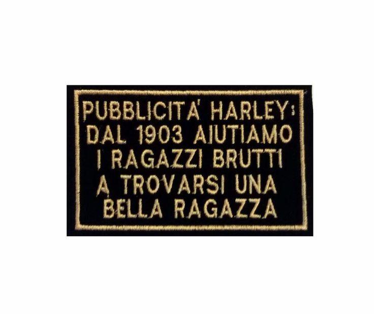 """TOPPA BIKERS - HARLEY DAVIDSON """"PUBBLICITA' HARLEY: DAL 1903 AIUTIAMO RAGAZZI BRUTTI A TRIOVARSI UNA BELLA RAGAZZA"""" REALIZZATE IN TESSUTO TECNICO CON EFFETTO VELLUTO NERO LETTERE E BORDO Giallo-Oro  Misure cm 10,5 x 6,5"""