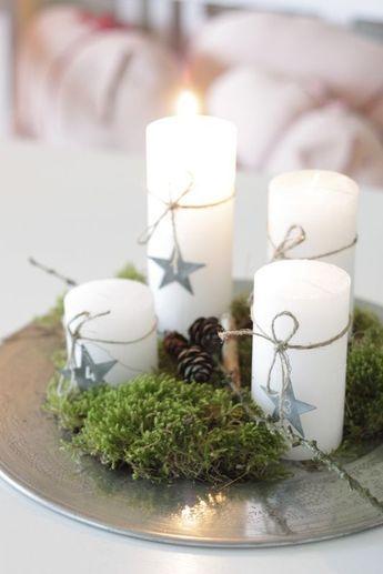 Simple Weihnachtsdeko, Silberteller, Moos, weiße Kerzen...