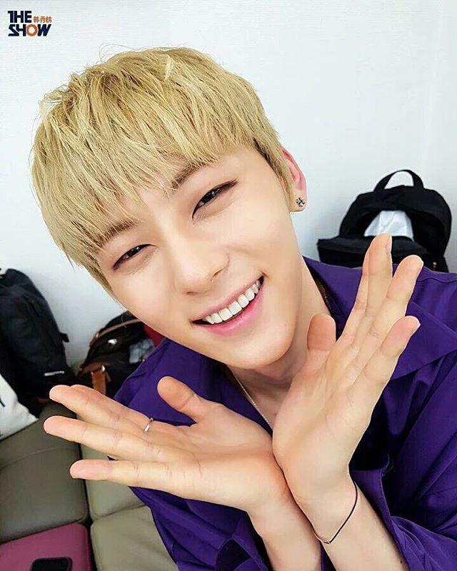 Acho o sorriso do Minhyun parecido com o do Jin ♡