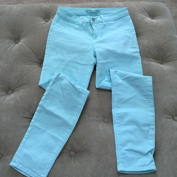 """ONE DAY SALE! J Brand Super Cute Capri  This is my absolute favorite color!! Love these with a cute heel in the spring or summer season!! They are too big on meThey are super stretchy and are a Capri length. Inseam measures 26"""". Only worn a couple times! It's a must buy!!  J Brand Jeans"""