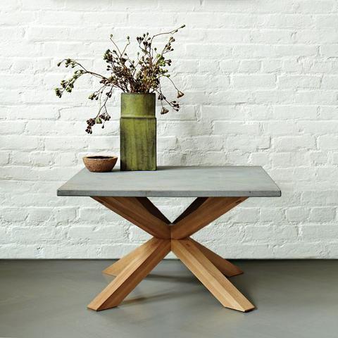 Axis Granite lamp Table + vase against white painted bricks