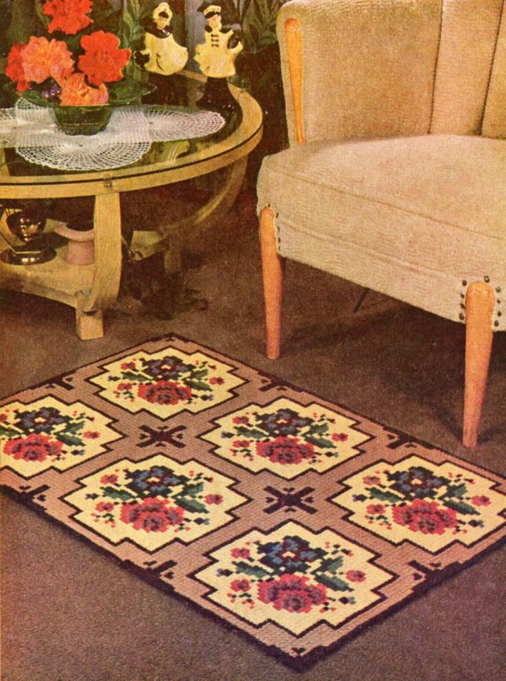 Welcome to this Friday's VTNS (Vintage Textile and Needlework Sellers) Fan Freebie! Today's freebie vintage