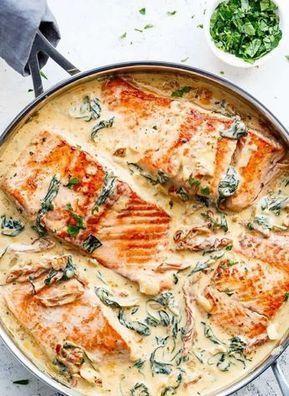 Rezept für Lachs in cremiger Sahnesauce mit Spinat, sonnengetrockneten Tomaten und …   – Mouth-watering things