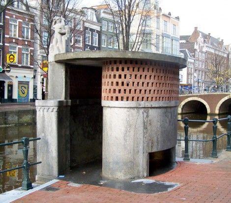 Amsterdam School, public toilet/urinior by Allard Remco Hulshoff, 1926, Amsterdam