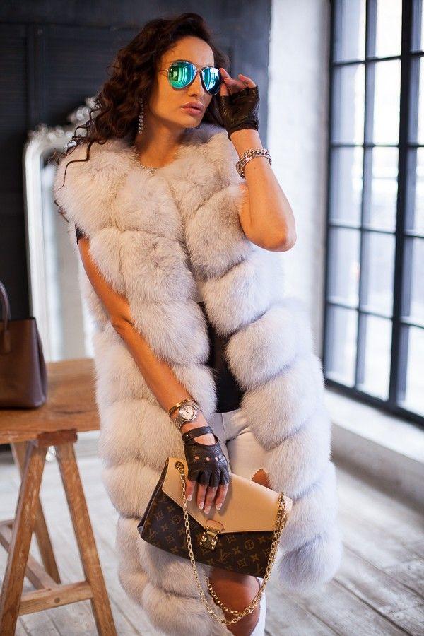 Меховая жилетка песец крашенный поперечка по фото каталогу интернет магазина модной женской одежды. Жилет из натурального Меховая жилетка песец крашенный поперечка, стриженного, с карманами, с плечами, застежка молния