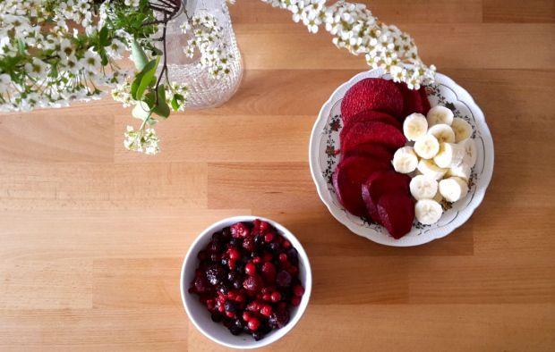 Roter Smoothie - ein kleines Energiepaket aus Roter Beete und Beeren