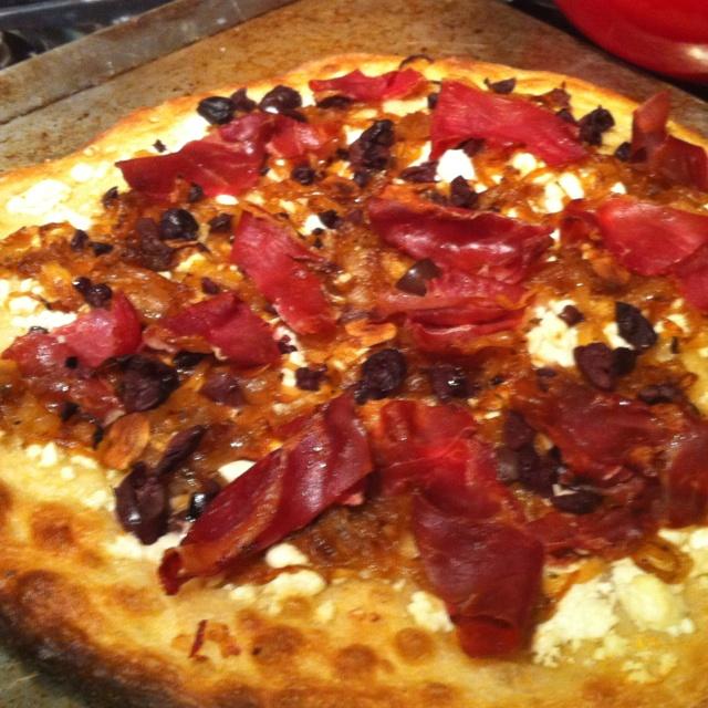 Garlic oil, caramelized onions, feta, kalamata and procuitto pizza