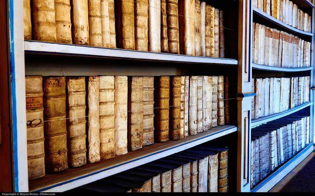 ¿Qué es la literatura y cómo se diferencia una obra literaria de otros textos? No es fácil definir la literatura.