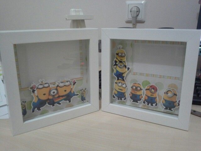 Minions scrapbook in double frame. Size : 15x15cm