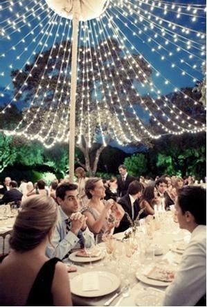 Buiten eten onder je eigen sterrenhemel, op je trouwdag.
