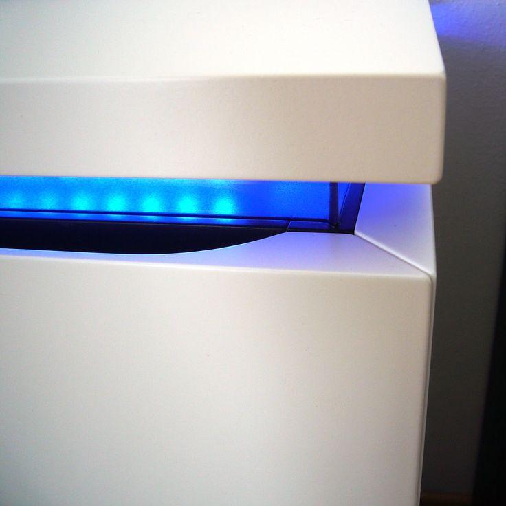 Fancy  HiFi M bel wei und schwarz lackiert mit LED Beleuchtung durch blaues Acrylglas