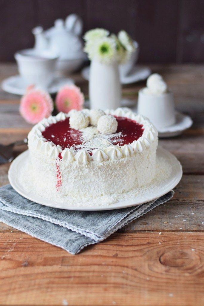 Kokos Mousse Torte mit Himbeer Mousse Kern und weißer Schokolade - Fruchtige Raffeelo Torte (4)