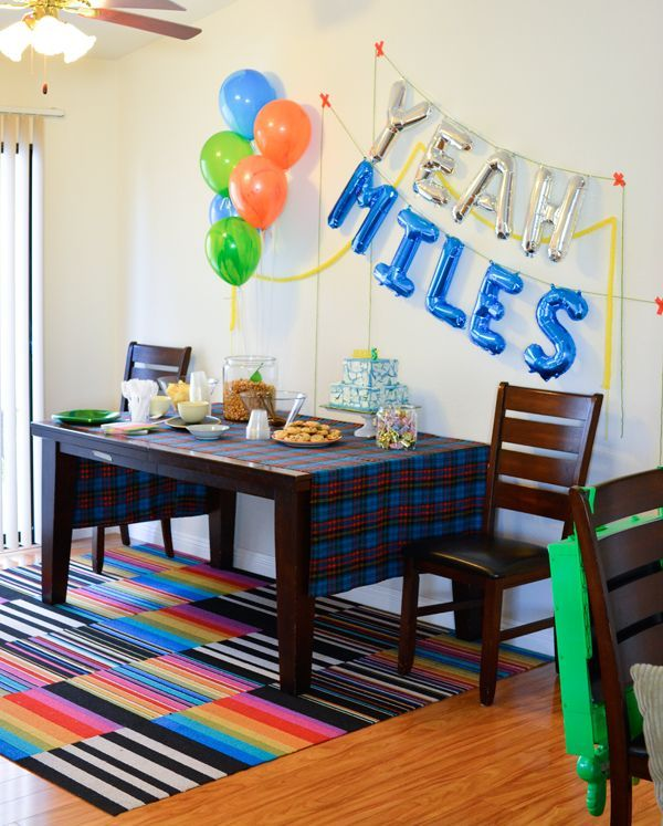 Easy balloon garland decoration for a kid's spy themed birthday party. #partyplanning #entertaining  #cupcakesandcutlery #kidsparty