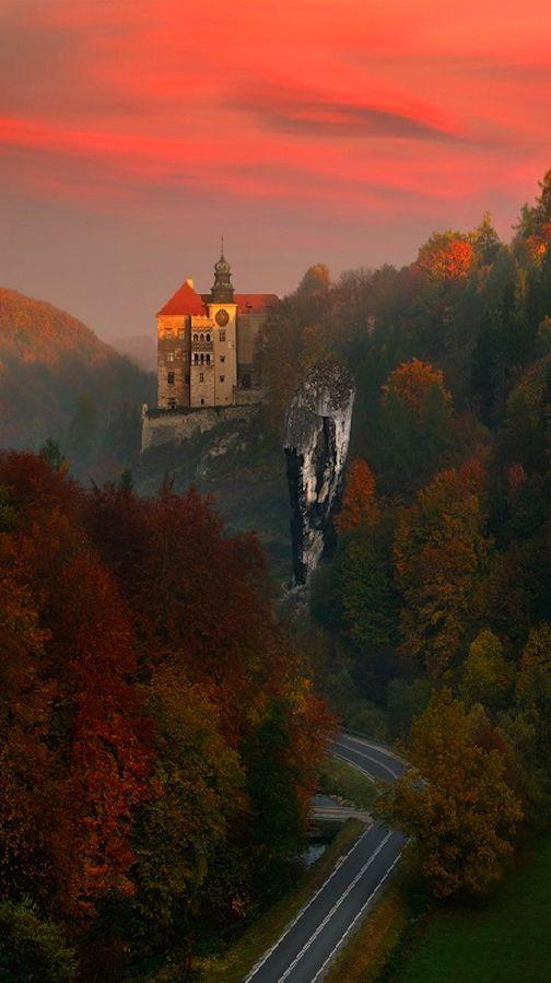 Pieskowa Skała Castle near Sułoszowa in Ojców National Park, Poland • photo: Pawel Kucharski on 500px