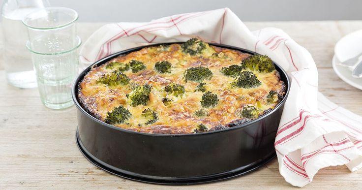 Broccolitaart, probeer ook eens ham en paprika ipv kip en lente-ui. Kan ook met hartige taart deeg uit de vriezer