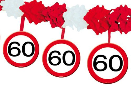 60 jaar slinger met stopborden. Papieren slinger met onderhangende verkeersborden voor de 60e verjaardag! Het formaat van de papieren 60 jaar slinger is 4 meter.