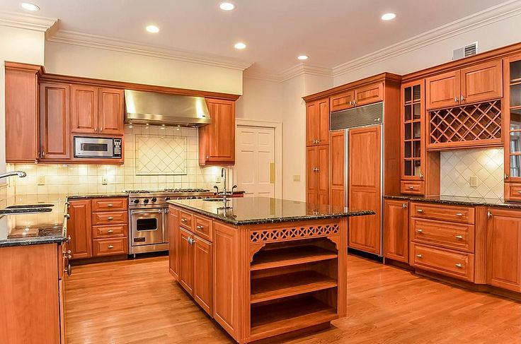 Traditional kitchen find more amazing designs on zillow for Kitchen design zillow