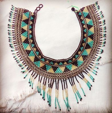 Collar hecho a mano con shakiras. Folklore mexicano. Handmade necklace made with shakira. Mexican folklore
