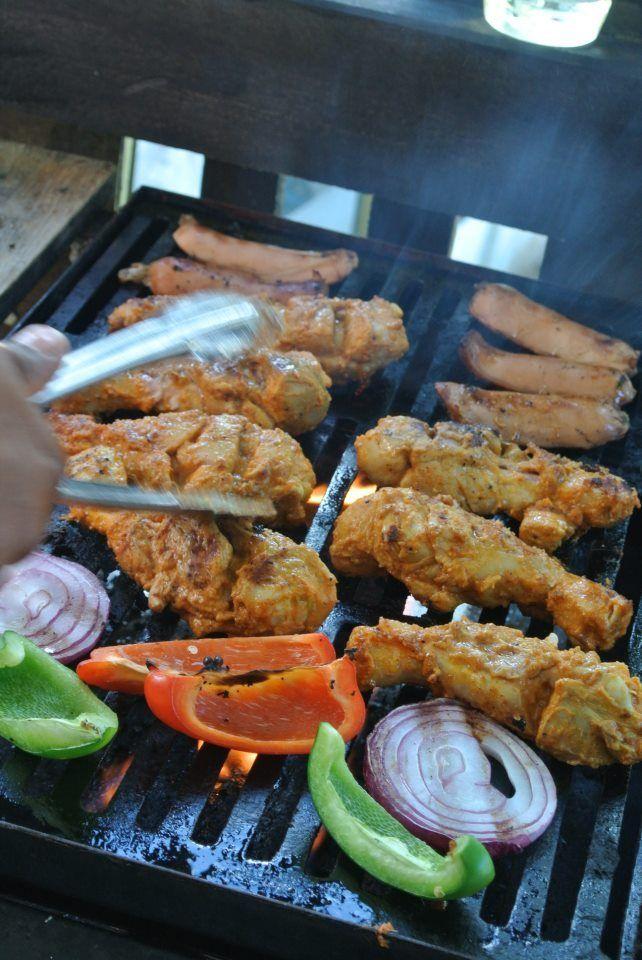 タンドール(炭火焼釜)がなくてもオーブンで焼くインド人シェフ直伝の本当に美味しいタンドーリチキンのコツを公開しますインド料理店を経営していた時はコックさん、絶…