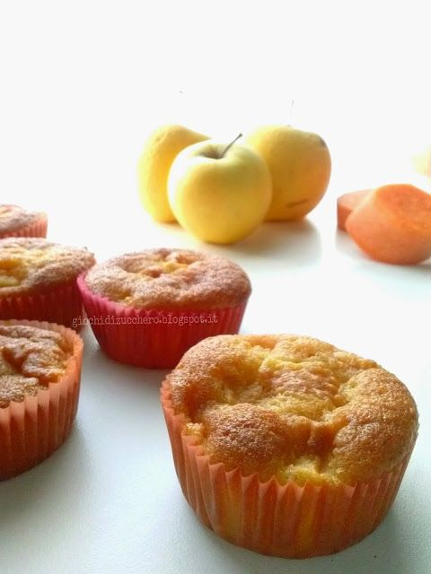 Muffins Zucca e Mela | Giochi di ZuccheroPer circa 12 muffins – 200 g di zucca cruda pulita – 160 g di farina 00 – 40 g farina di mandorle – 180 g di zucchero – 100 di olio di riso – 2 uova intere – mezza bustina di lievito per dolci – una pizzico di bicarbonato – 2 piccole mele – un pizzico di cannella in polvere, se vi piace