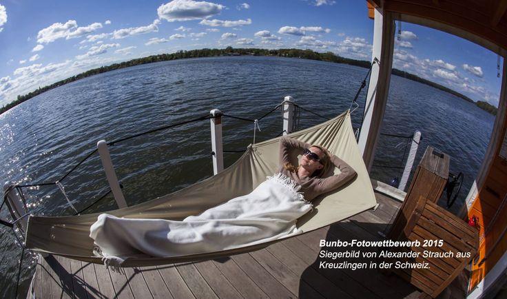 Hausboot mieten auf eine andere Art - komfortabel, preiswert, führerscheinfrei. Das BunBo ist ein schwimmendes Ferienhaus für 4-6 Personen, jetzt frühzeitig buchen!