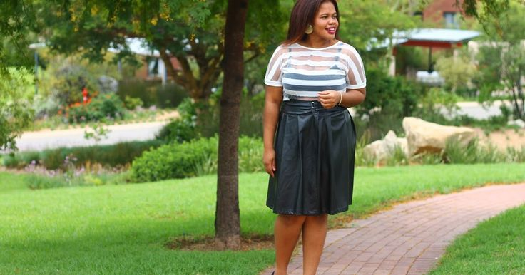 BLACK & WHITE. View full #OOTD post + details on #FromHeadToHeels.   >> http://fromheadtoheels.blogspot.com/2016/03/outfit-black-white.html https://plus.google.com/+NkemdilimOranye/posts/VEJXuZDwTo1