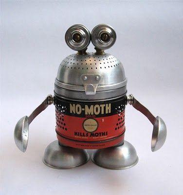 Vintage-Roboter bei whimsicalworldoflaurabird / Junk Robot at whimsicalworldoflaurabird