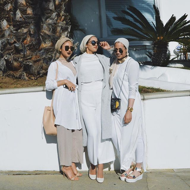 These beauties ❤️ @samanthaiman @hijabioffthegrid at the @austereattire Pop-up shop