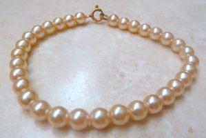 Vintage Faux Creamy Pearl Bracelet.