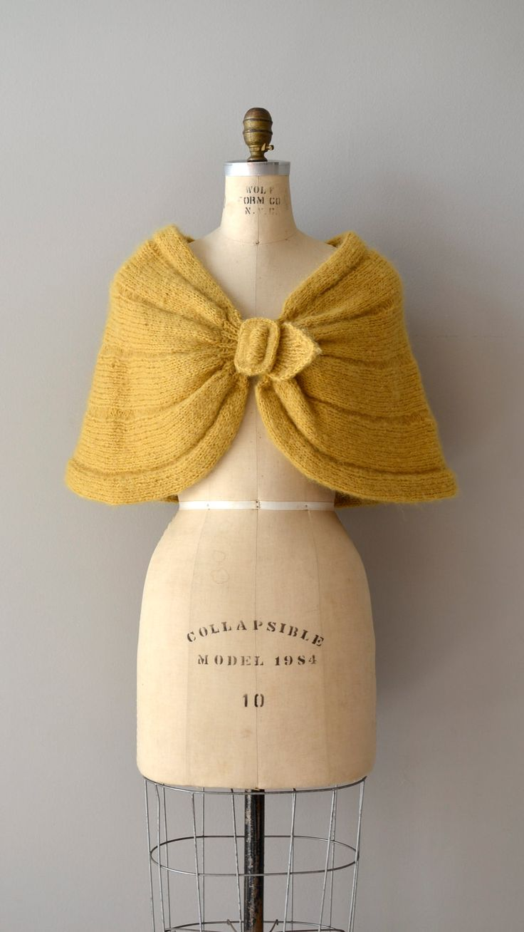 1950s wrap / knit capelet / Tuscany wool shrug