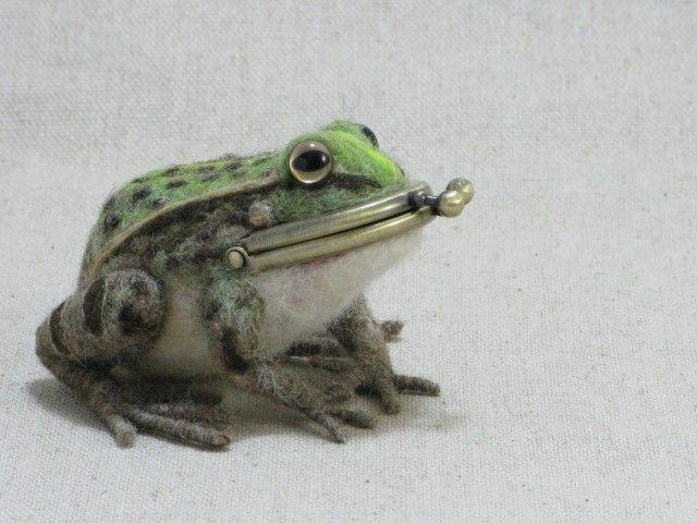 Felt frog purse.