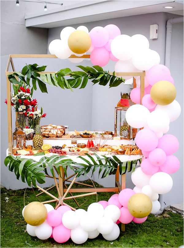 A Pretty Pink And Green Tropical Pool Party For Ellie Fiesta De Piscina Decoracion Fiesta Cumpleanos Temas Para Fiestas