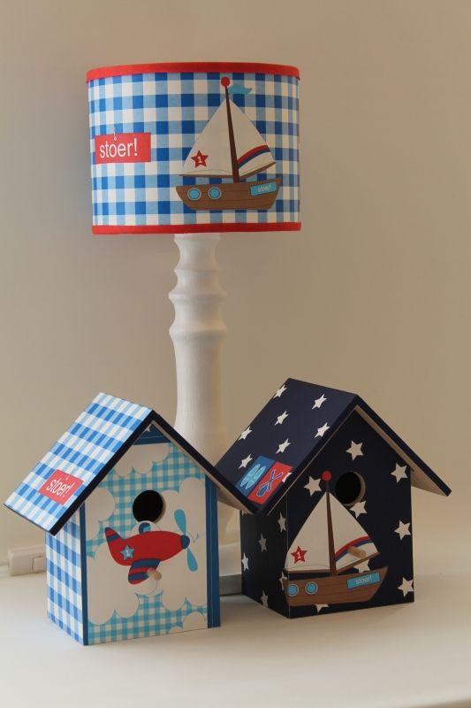 Tafellampkapje van lief in stoer uitvoering lijstjes jongen   Lief lifestyle behang   www.roozje.nl Kids lamp nursery