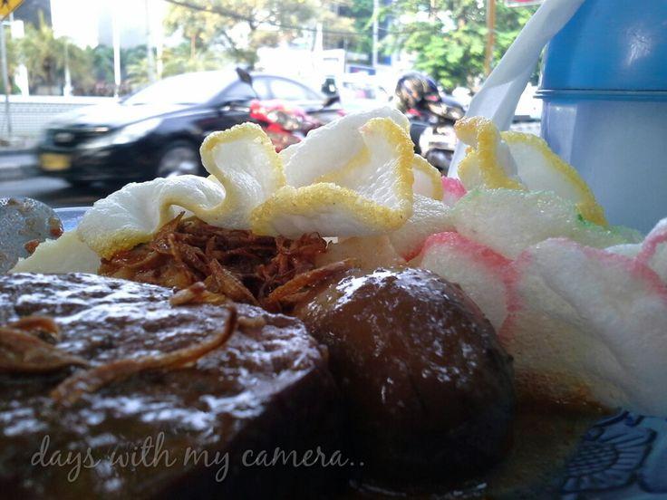 street food.. ketupat sayur betawi..