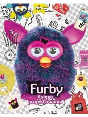 Zabaw się w furbijskiego projektanta mody i wymyśl zwariowane modowe kreacje. Tak jak Twój nieprzewidywalny Furby zaskocz pomysłem, zaszalej kolorem, aby nadać nowy, niesamowity styl swoim ubraniom. Użyj odlotowych naklejek, stylowych szablonów i bajecznych wzorników i stwórz niepowtarzalną kolekcję mody z Furbim w roli głównej.