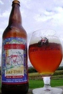 Cerveja New Belgium Fat Tire, estilo American Amber Ale, produzida por New Belgium Brewing, Estados Unidos. 5.3% ABV de álcool.