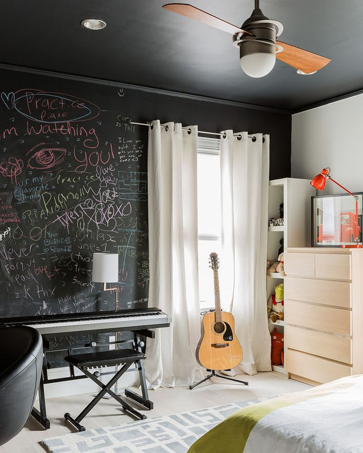 6 Bedroom Design Ideas For Teen Girls // Give creative teens a place to express their creativity with a chalkboard wall where they can write, draw, and create a space that's entirely their own.