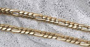 Estilos de cadenas de oro para hombre . Las cadenas de oro para hombre vienen en una variedad de estilos, dependiendo del mensaje que el hombre quiere enviar. Algunos tipos, como la cadena serpiente delgada, pueden ser muy elegantes, aunque algo subestimados. Otras, como la cadena de enlaces, son mejor conocidas por su tamaño grande y aire exagerado. Las cadenas más simples son mejores ...