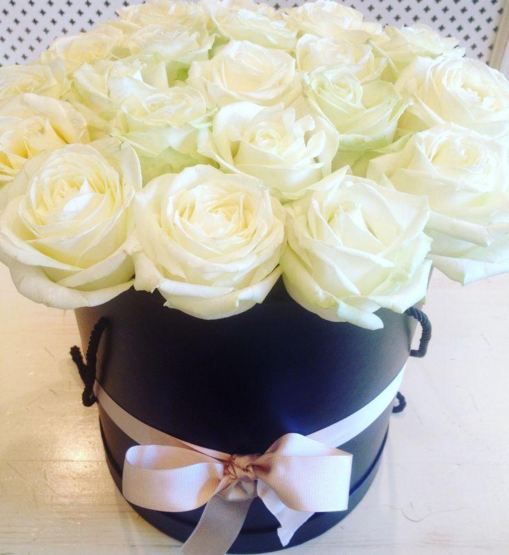 Roses in an elegant black box by Atelier Floristic Aleksandra
