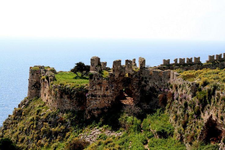 Παλαιόκαστρο Ναυαρίνου ή Κάστρο της Γιάλοβας