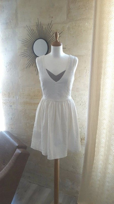 660c6e7c5664e Robe blanche Zara - Très belle robe blanche Zara