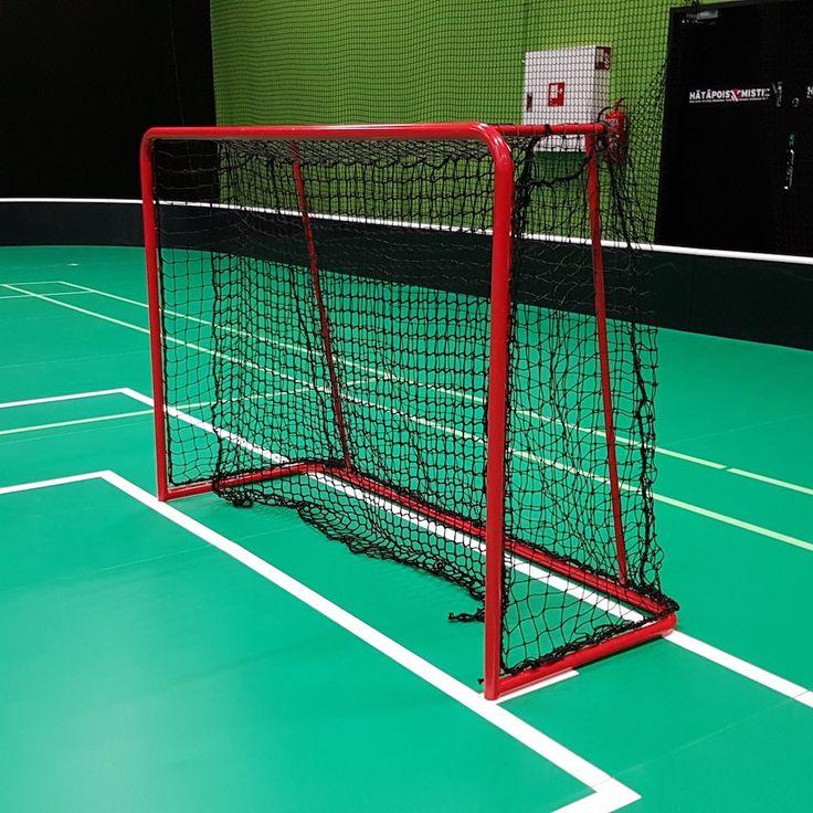 Floorbee Terminal on IFF-hyväksytty salibandymaali. Maaliin kuuluu verkko laahusverkolla.